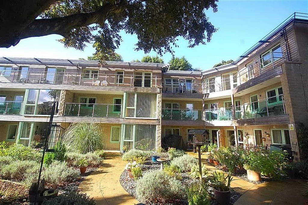 2 Bedrooms Apartment Flat for sale in Broomfield Avenue, Savile Park, Halifax, HX3
