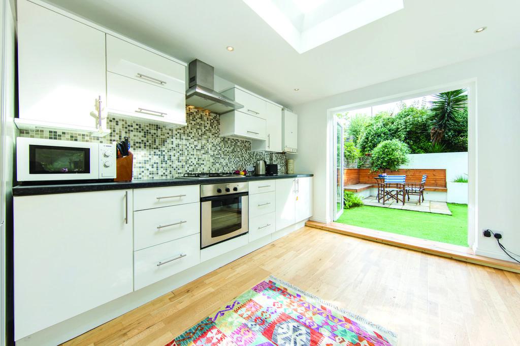2 Bedrooms Flat for sale in Fernhead Road, W9