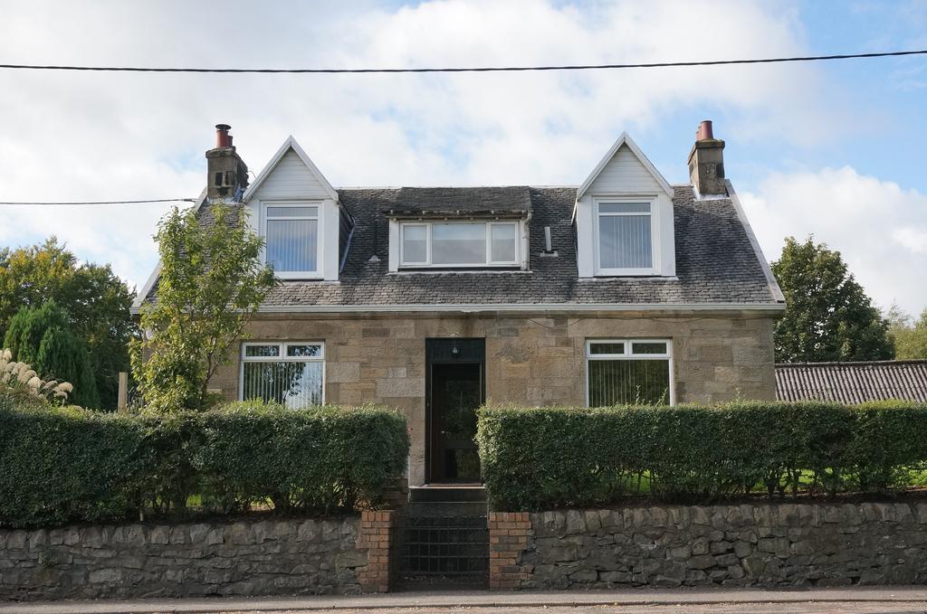 4 Bedrooms Detached Villa House
