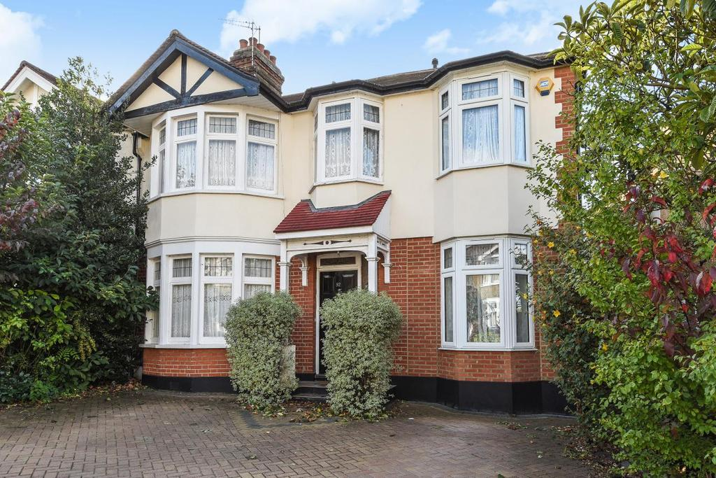 4 Bedrooms Semi Detached House for sale in Queen Elizabeths Drive, Southgate