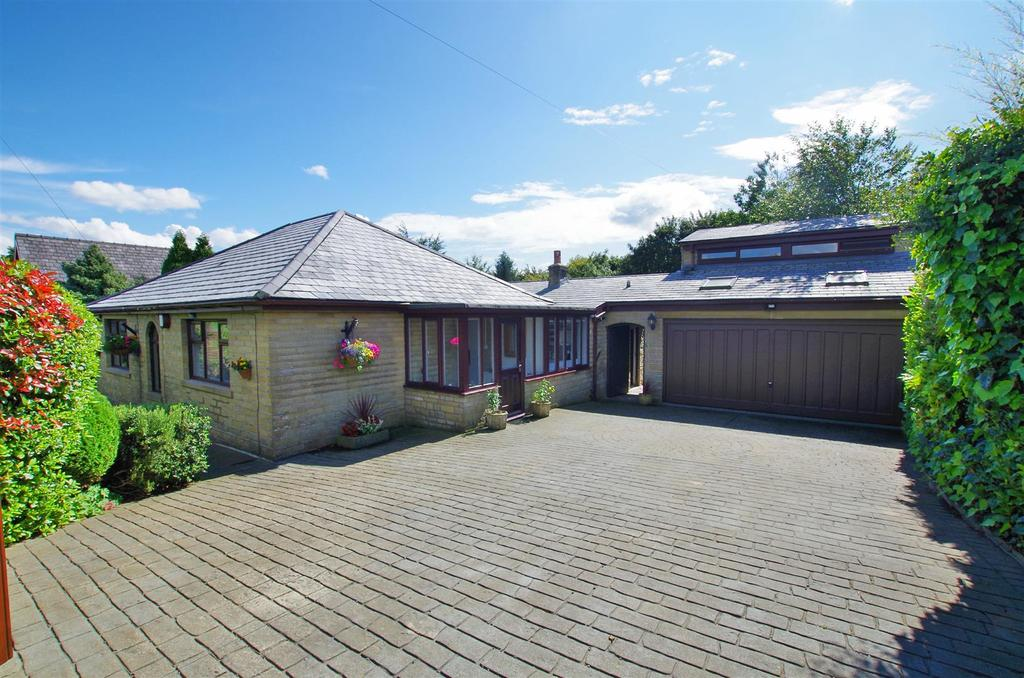 4 Bedrooms Detached House for sale in Stainland Road, Barkisland, Halifax