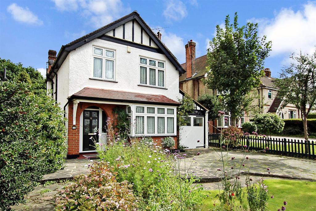 3 Bedrooms Detached House for sale in Doddinghurst Road, Brentwood