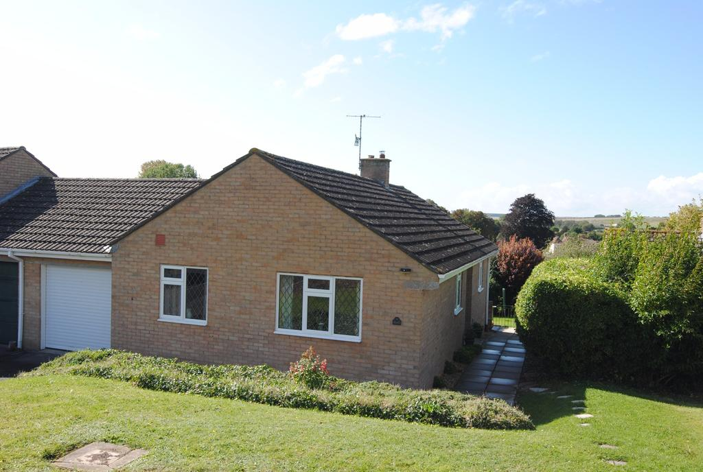 3 Bedrooms Bungalow for sale in Highfield Rise, Shrewton, Salisbury