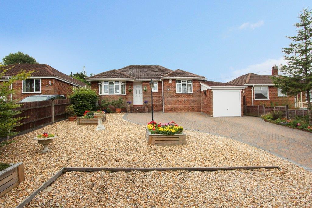 3 Bedrooms Detached Bungalow for sale in Church Lane, Hedge End SO30