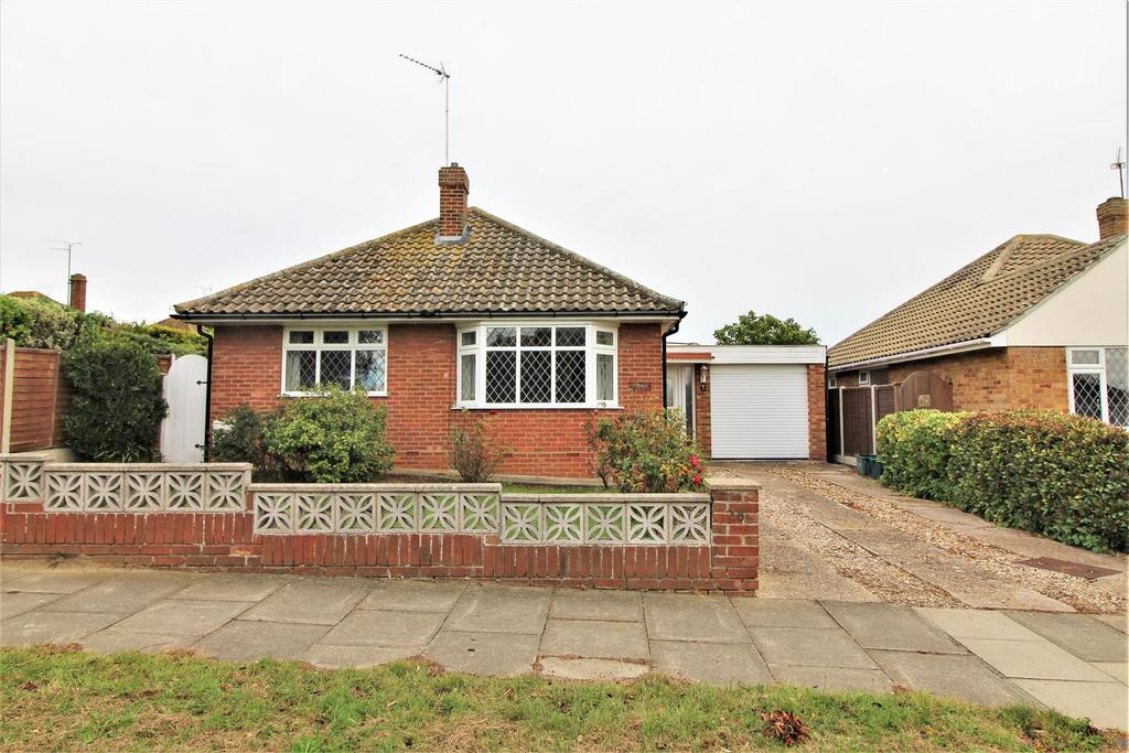 3 Bedrooms Detached Bungalow for sale in Upper Second Avenue, Frinton-On-Sea