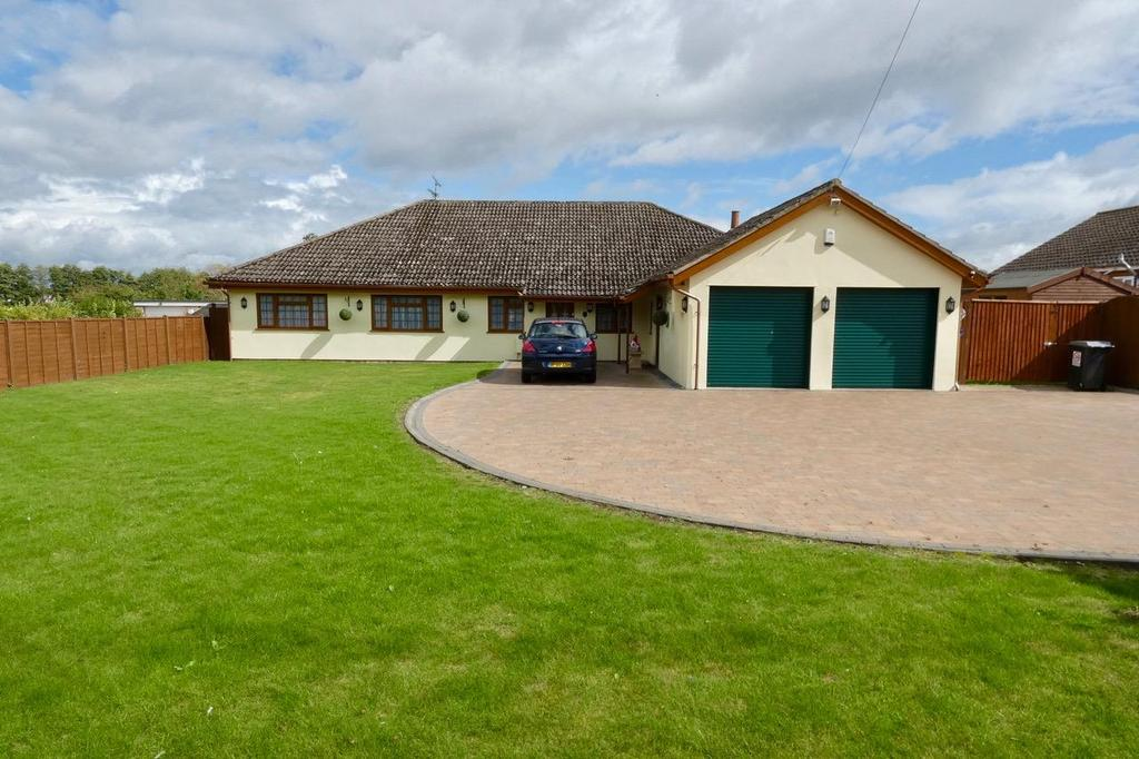 4 Bedrooms Detached Bungalow for sale in Mildenhall Road, Barton Mills, Bury St. Edmunds