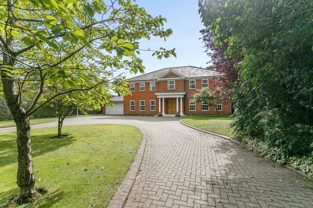 5 Bedrooms Detached House for sale in Burstead Close, Cobham, Surrey, KT11