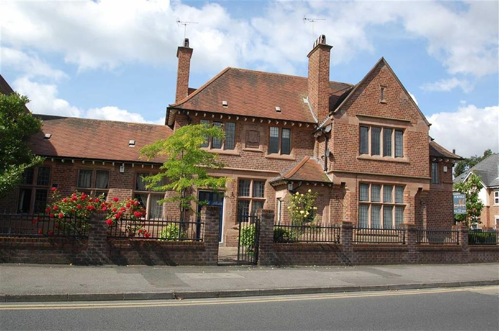 2 Bedrooms Flat for sale in Alderley Lodge, Cheadle Hulme, Cheshire
