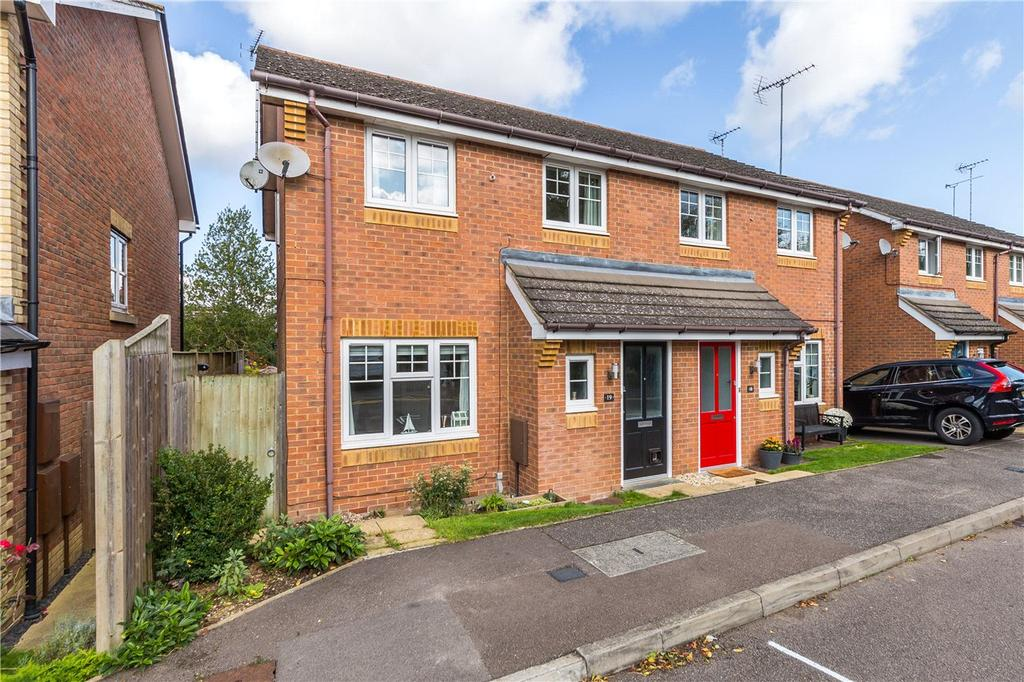3 Bedrooms Semi Detached House for sale in High Grove, St. Albans, Hertfordshire