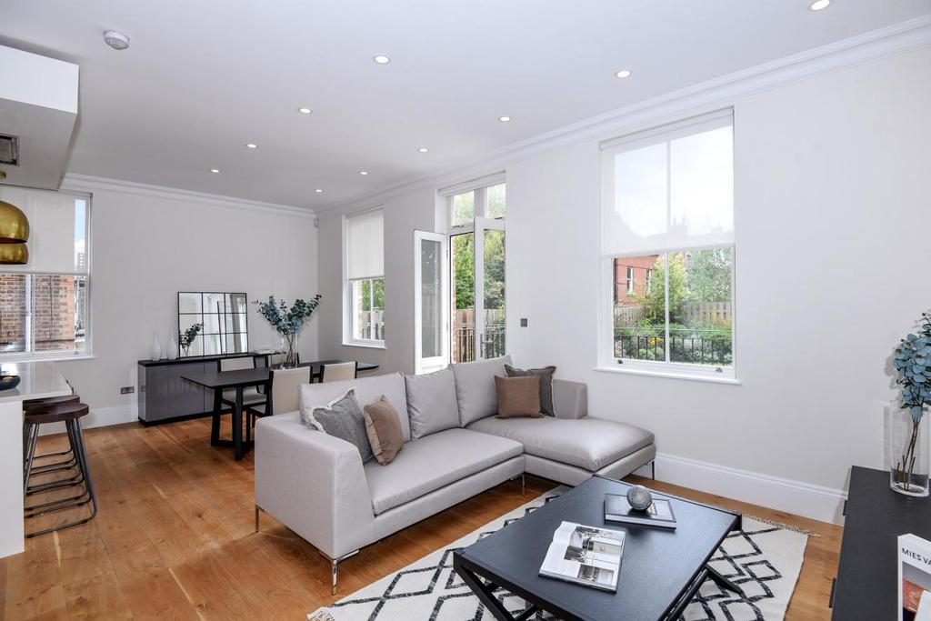 3 Bedrooms Flat for sale in Shepherds Hill, Highgate