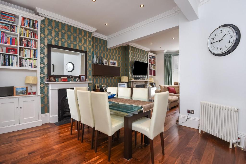 2 Bedrooms Maisonette Flat for sale in Cologne Road, Battersea