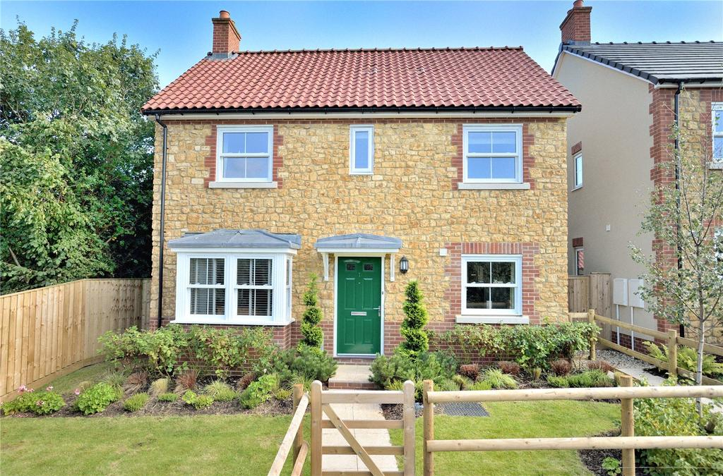 3 Bedrooms Detached House for sale in Lion Drive, Milborne Port, Sherborne, Dorset