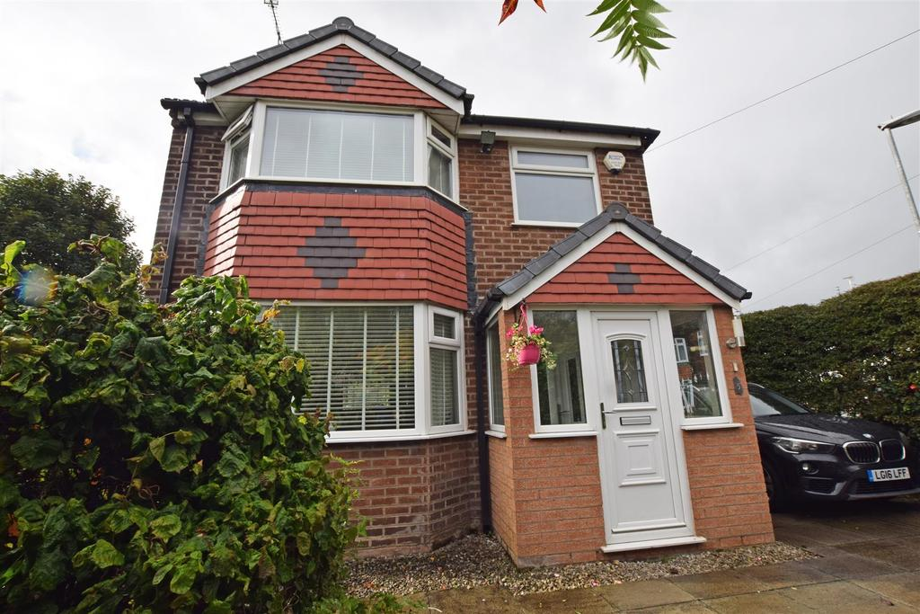 3 Bedrooms Detached House for sale in Mirfield Drive, Middleton, Manchester