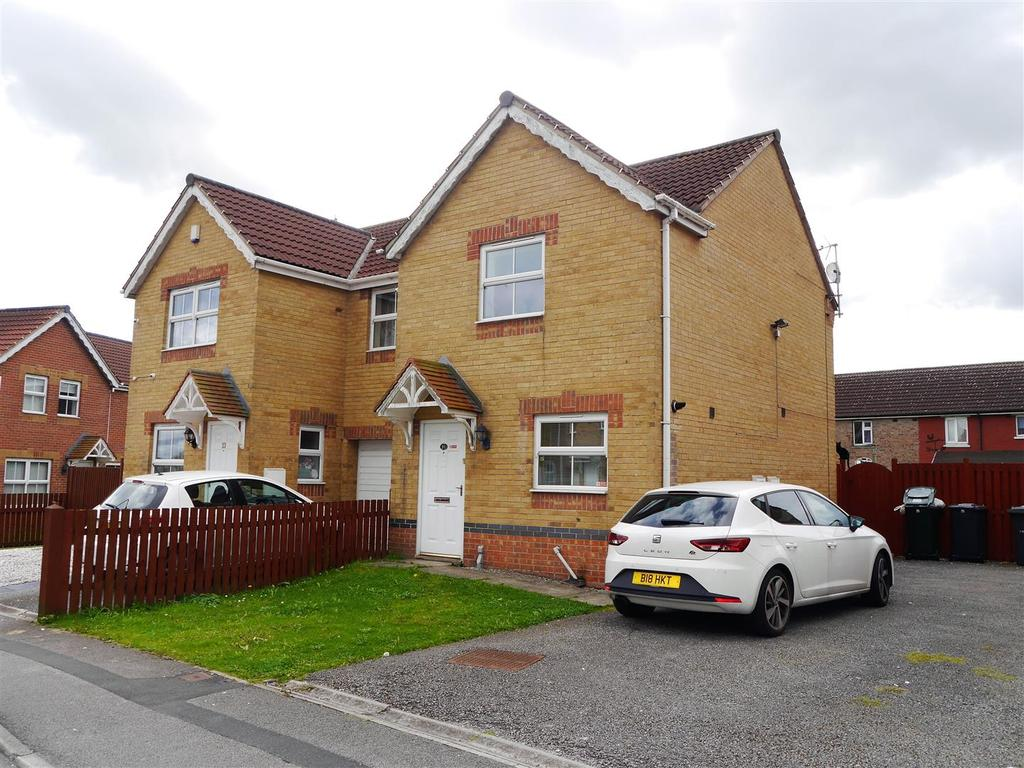 3 Bedrooms Semi Detached House for sale in Churn Drive, Wibsey, Bradford, BD6 3LN