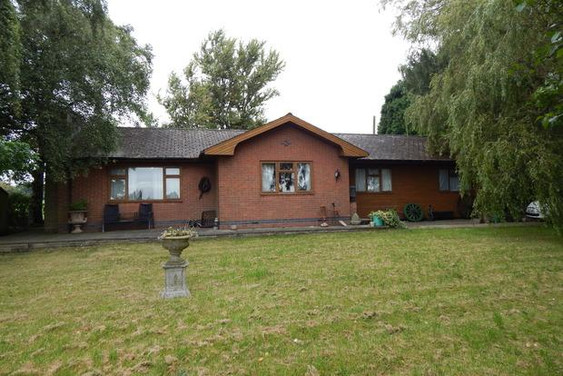 5 Bedrooms Bungalow for sale in Nottingham Road, Woodborough, Nottingham, NG14