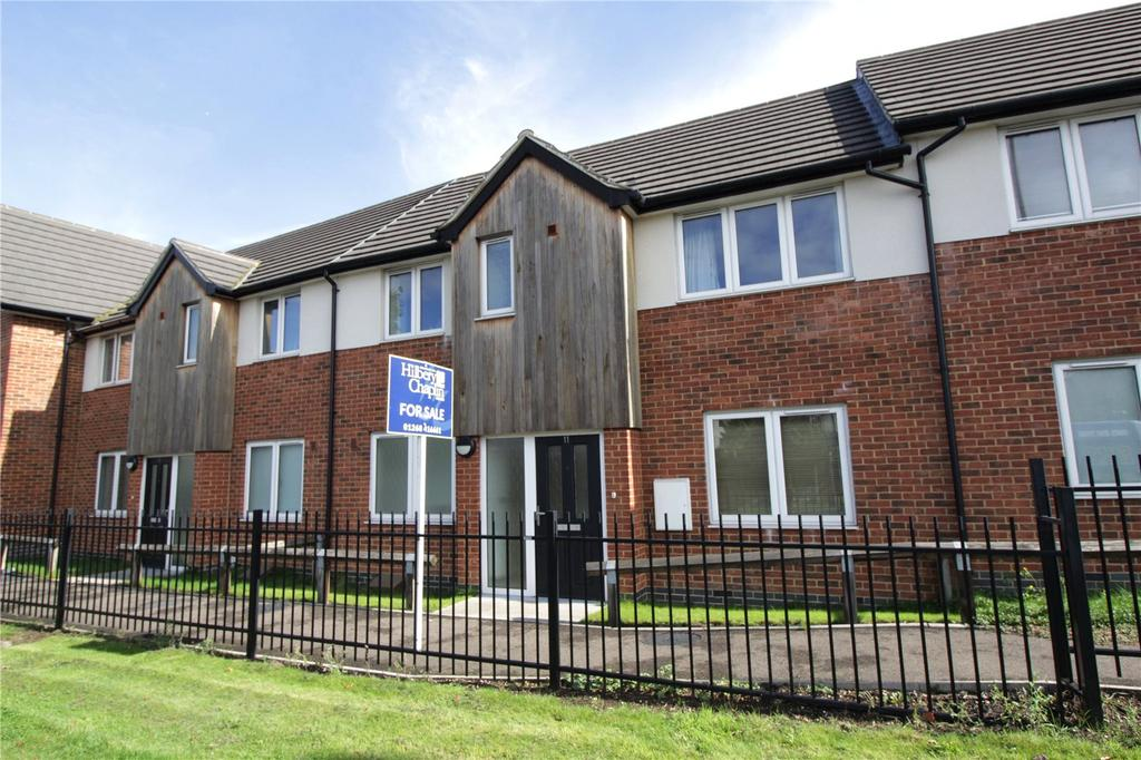 3 Bedrooms Terraced House for sale in Morris Court, Laindon, Essex, SS15