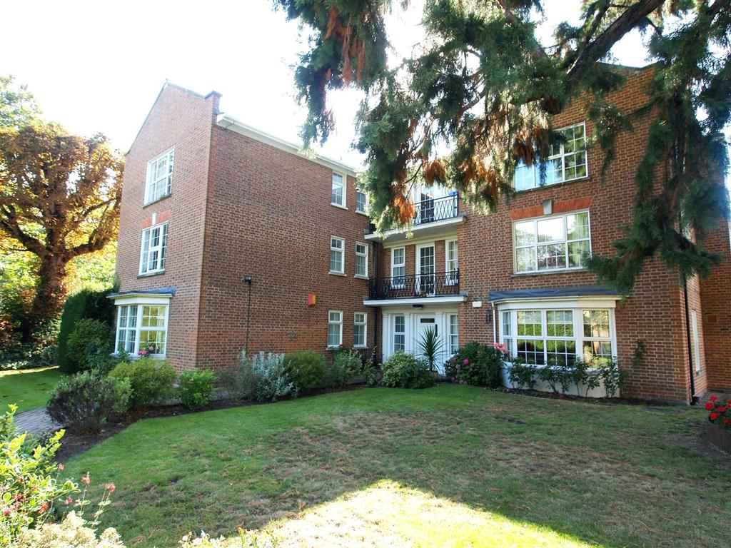 2 Bedrooms Flat for sale in Phyllis Court Drive, Henley-On-Thames