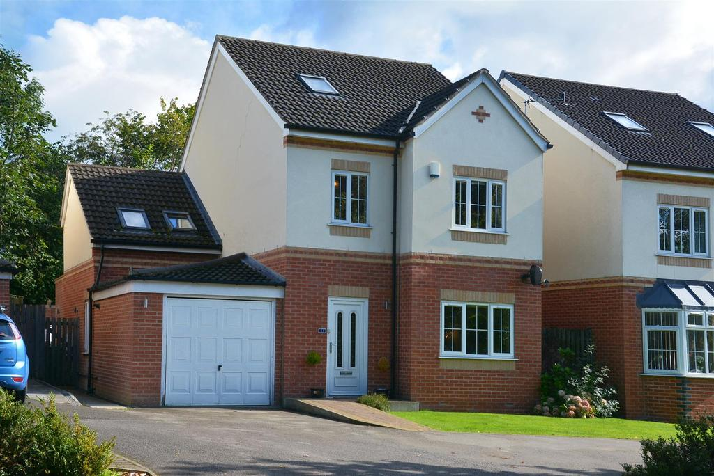 5 Bedrooms Detached House for sale in Hall Lane, Horsforth