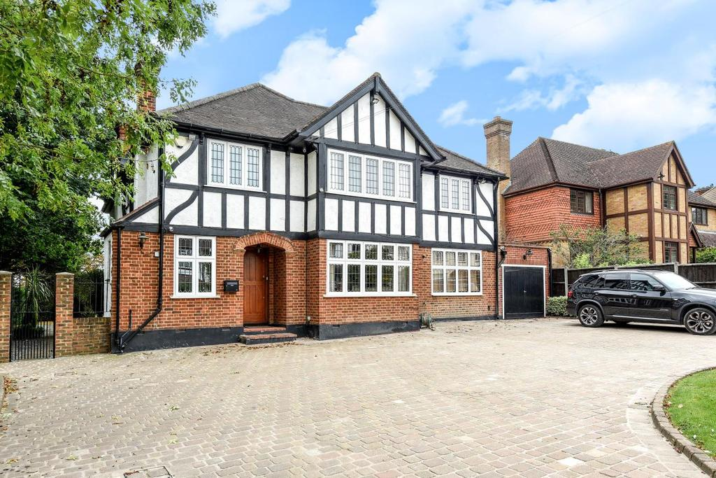 5 Bedrooms Detached House for sale in Hill Brow, Bromley