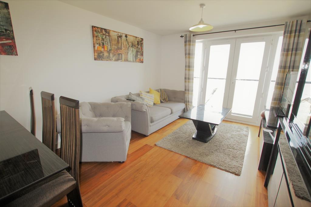2 Bedrooms Apartment Flat for sale in Phoenix Court, Black Eagle Drive, Northfleet, Kent da11