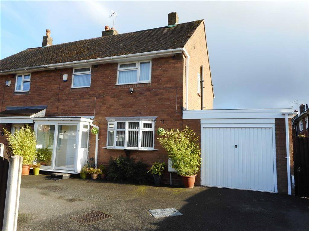 3 Bedrooms Semi Detached House for sale in Glastonbury Way, Bloxwich, Walsall
