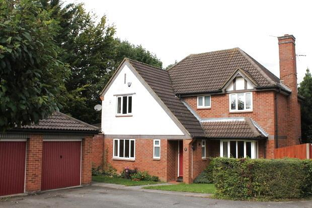 4 Bedrooms Detached House for sale in Rookery Drive, Luton, LU2