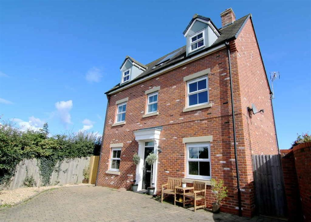4 Bedrooms Detached House for sale in Maddocks Close, Farndon
