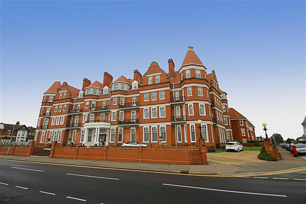 2 Bedrooms Flat for sale in The Grand, East Clacton
