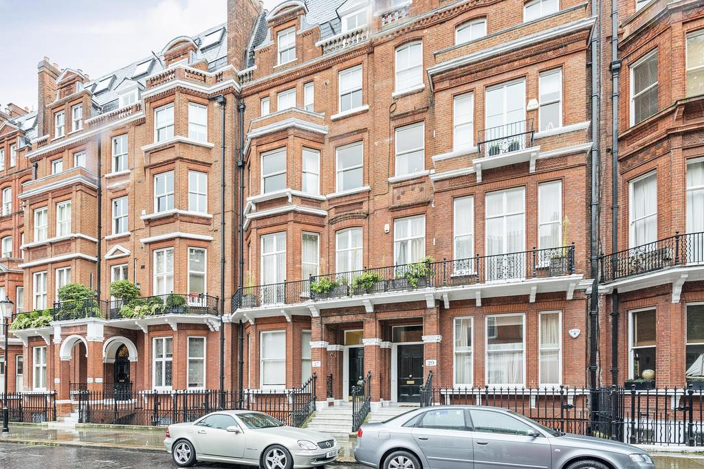 2 Bedrooms Flat for sale in Cranley Gardens, South Kensington SW7