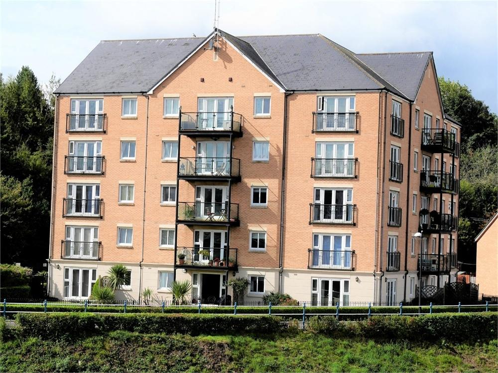 2 Bedrooms Flat for sale in River Walk, Penarth Marina