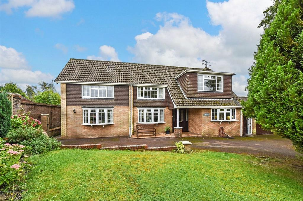 4 Bedrooms Detached House for sale in Blenheim Close, FOUR MARKS, Hampshire