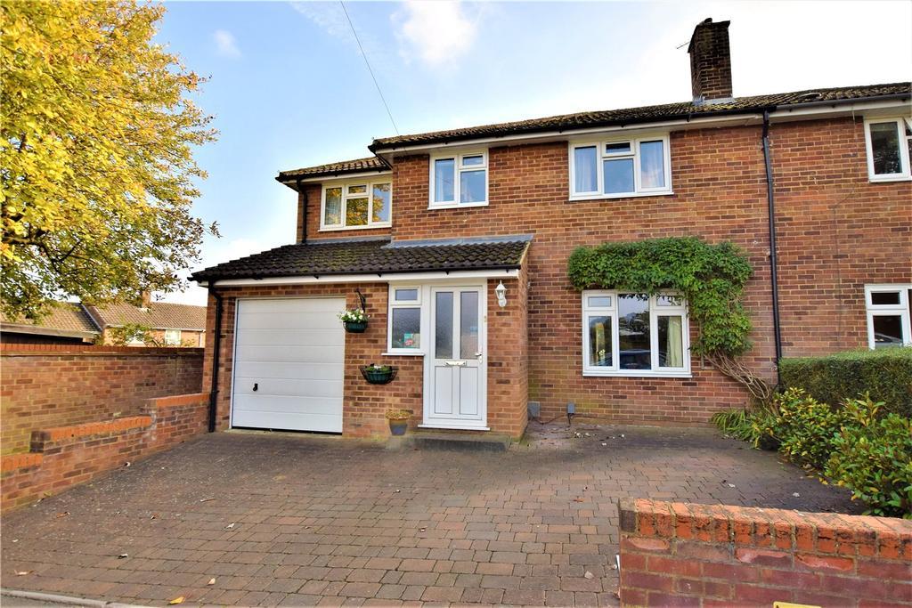 4 Bedrooms Semi Detached House for sale in Jocketts Road, Hemel Hempstead, Hertfordshire, HP1