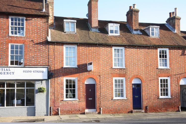 2 Bedrooms Terraced House for sale in Stanford Road, Lymington SO41