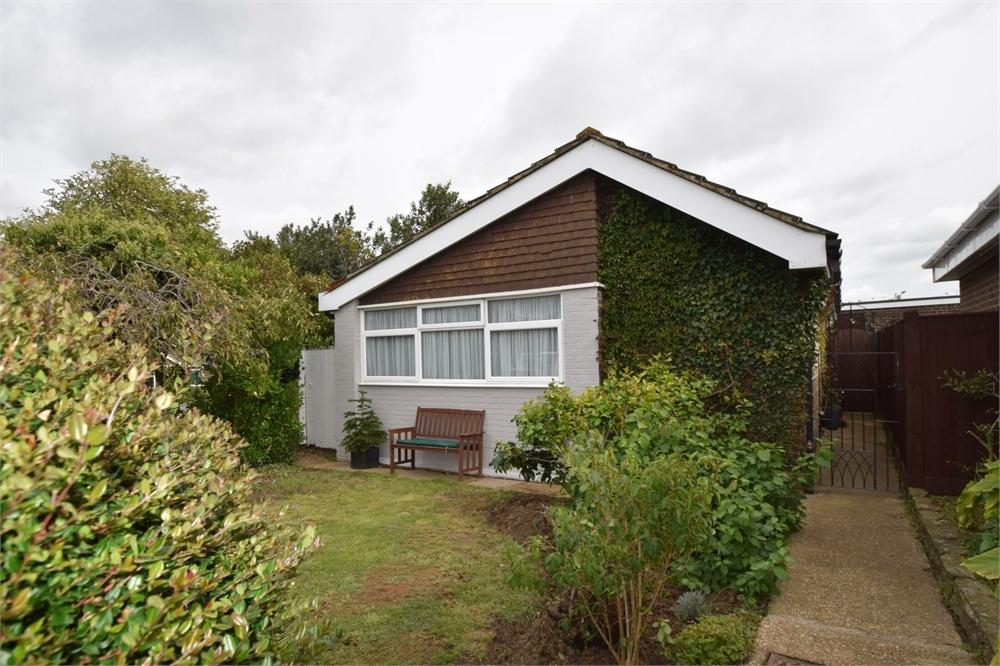 2 Bedrooms Detached Bungalow for sale in Gainsborough Crescent, Langney, East Sussex