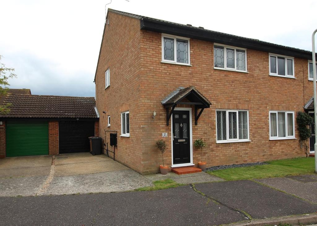 3 Bedrooms Semi Detached House for sale in Lakin Close, Chelmsford, Essex, CM2