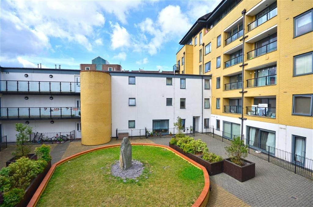 2 Bedrooms Apartment Flat for sale in Queens Gate, Watford, Hertfordshire