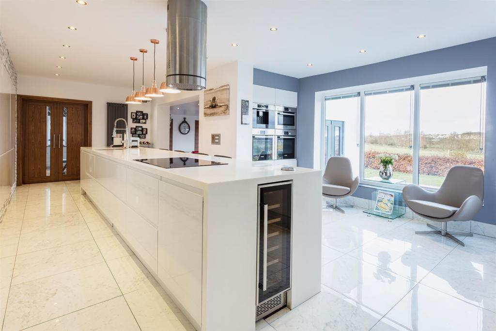 4 Bedrooms Detached House for sale in The Rein, Priesthorpe Road, Calverley