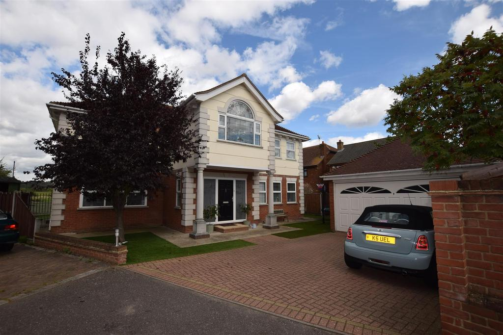 4 Bedrooms Detached House for sale in George Close, Canvey Island