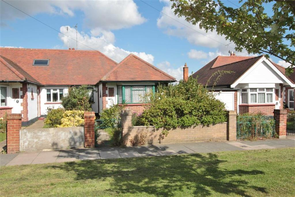 3 Bedrooms Semi Detached Bungalow for sale in Highlands Boulevard, Leigh-On-Sea, Essex