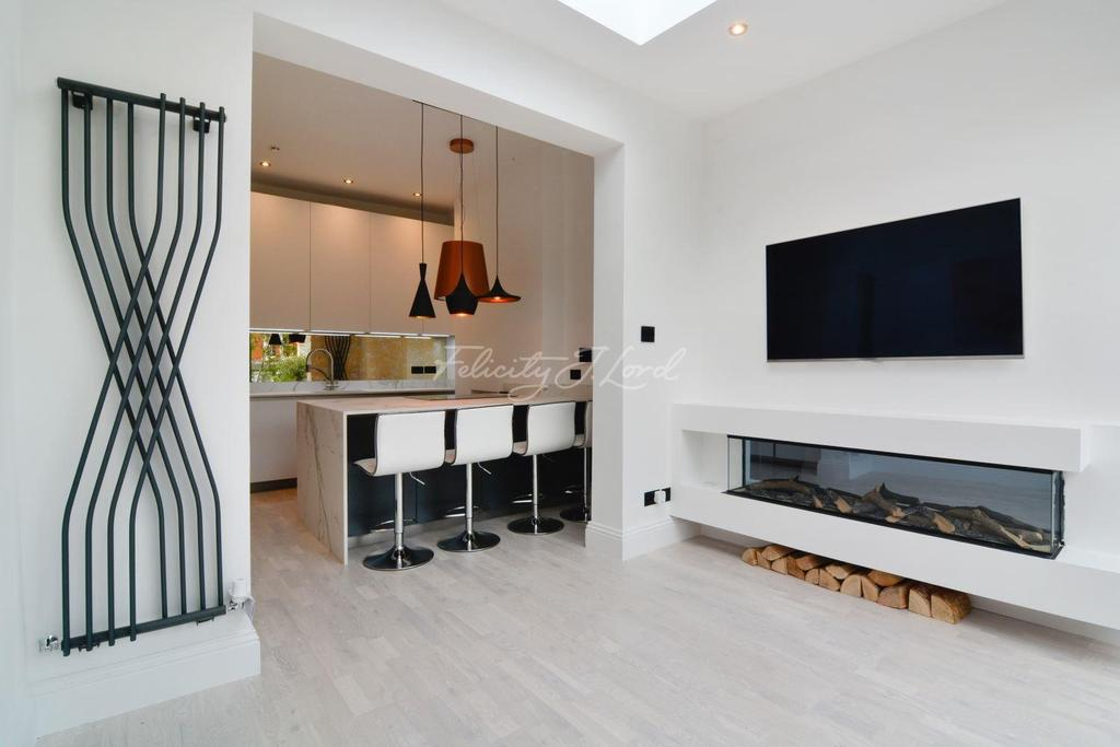 3 Bedrooms Flat for sale in Oxford Road South, W4