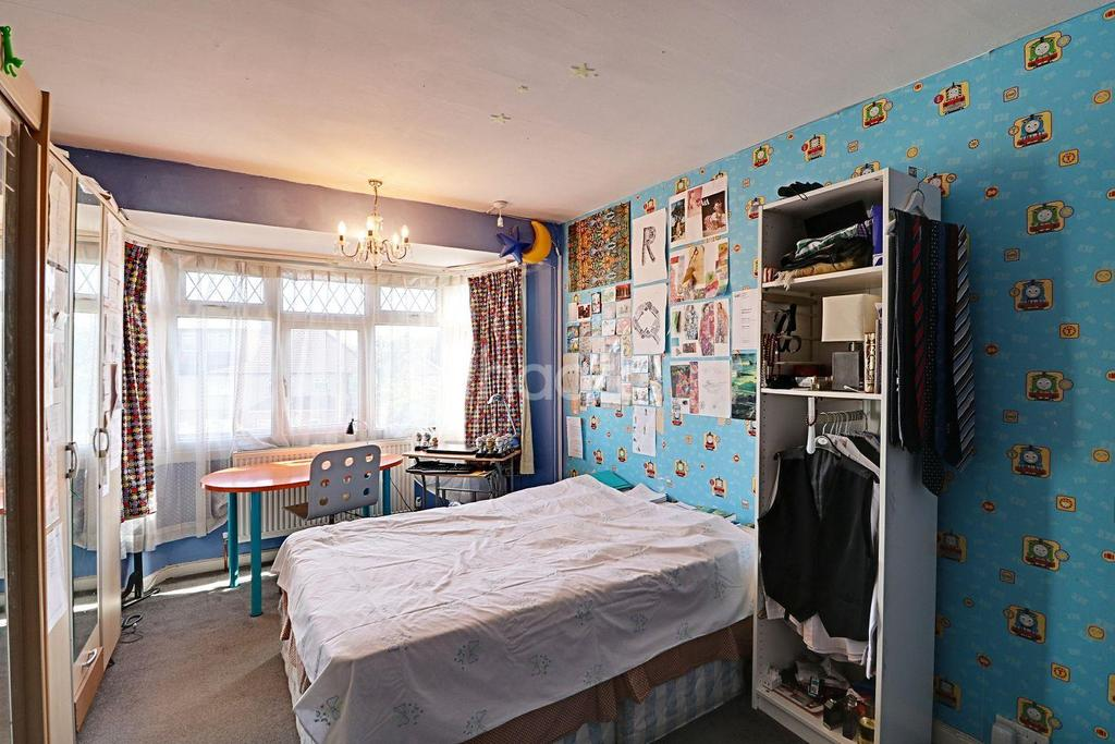 5 Bedrooms Semi Detached House for sale in Orchard Gate, Colindale