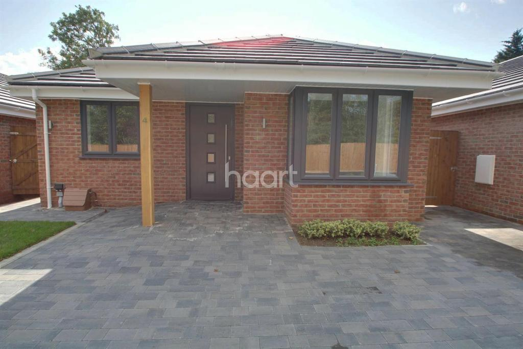3 Bedrooms Bungalow for sale in Railway Approach, Basildon