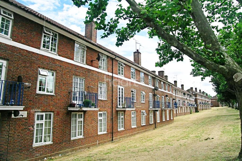 3 Bedrooms Flat for sale in Sheaveshill Court, The Hyde