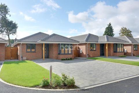 3 bedroom bungalow for sale - Railway Approach, Basildon