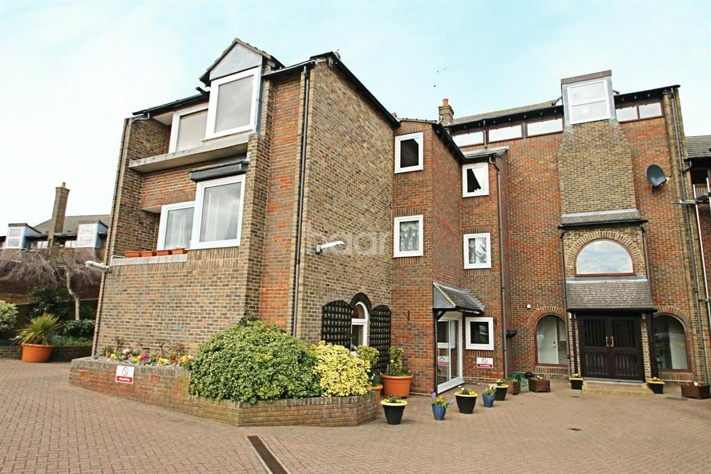 2 Bedrooms Flat for sale in Hedingham Place, Halsted