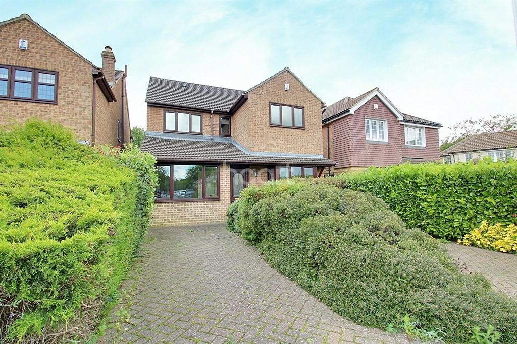 5 Bedrooms Detached House for sale in Dowding Road, Biggin Hill