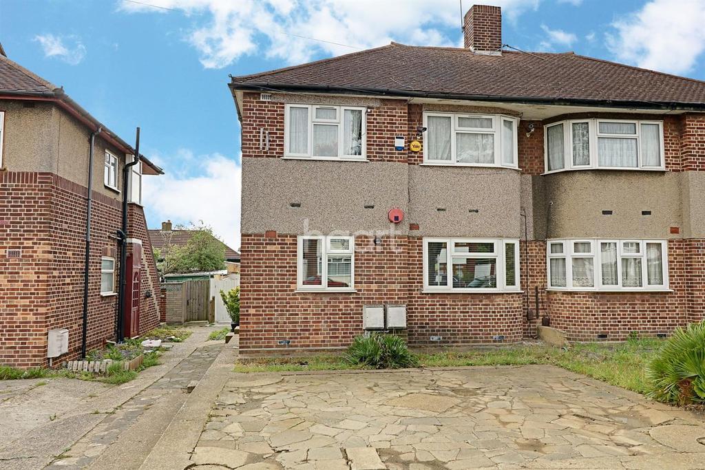 2 Bedrooms Maisonette Flat for sale in Fullwell Avenue, Barkingside
