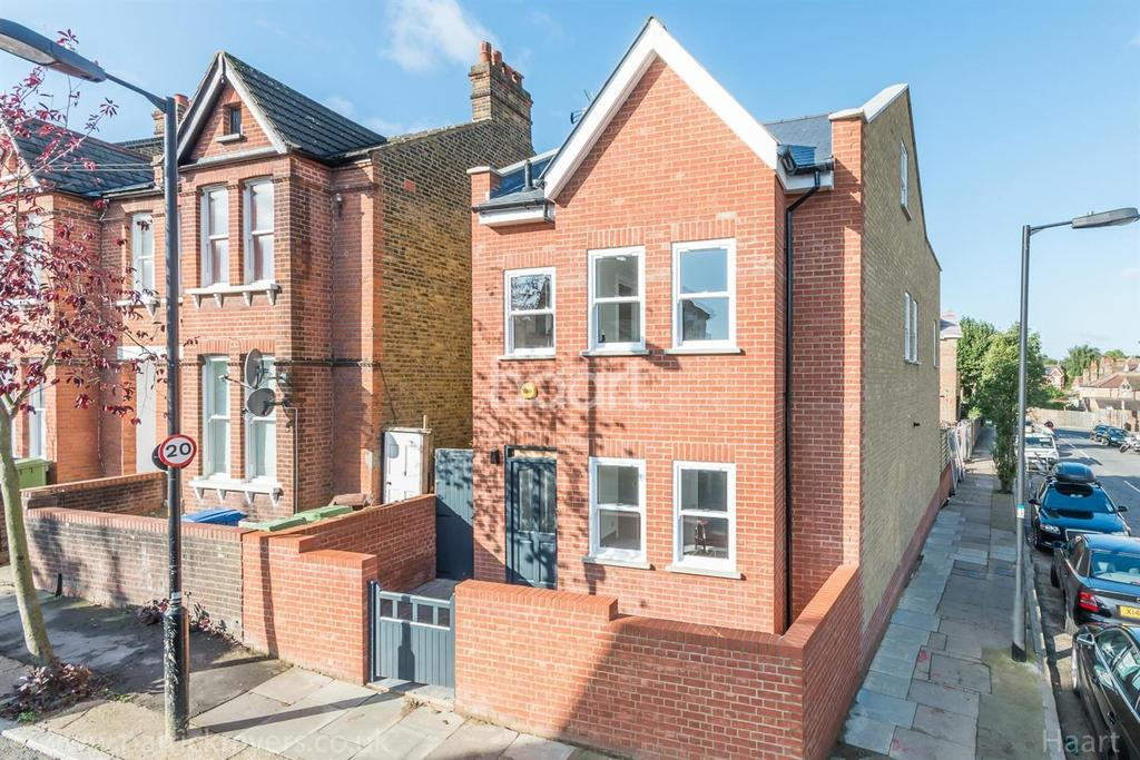 4 Bedrooms Detached House for sale in Landcroft Road, East Dulwich, London, SE22