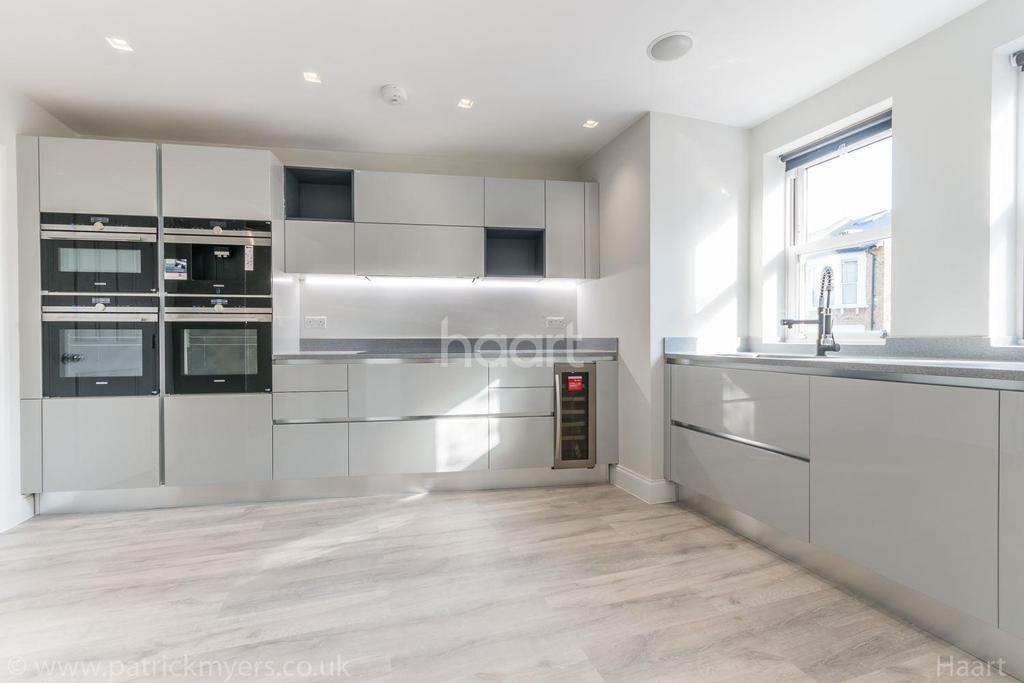4 Bedrooms Detached House for sale in Landcroft Road, East Dulwich, London, SE22