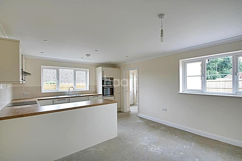 4 Bedrooms Detached House for sale in Old Bury Road, Stanton
